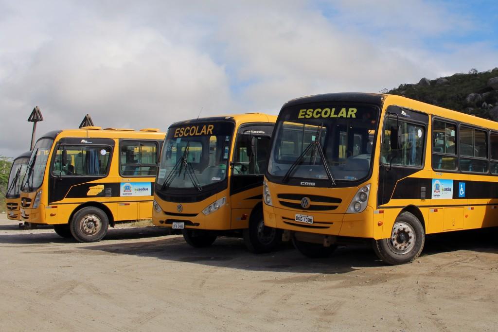 Ônibus escolares de Queimadas são aprovados em vistoria do Detran