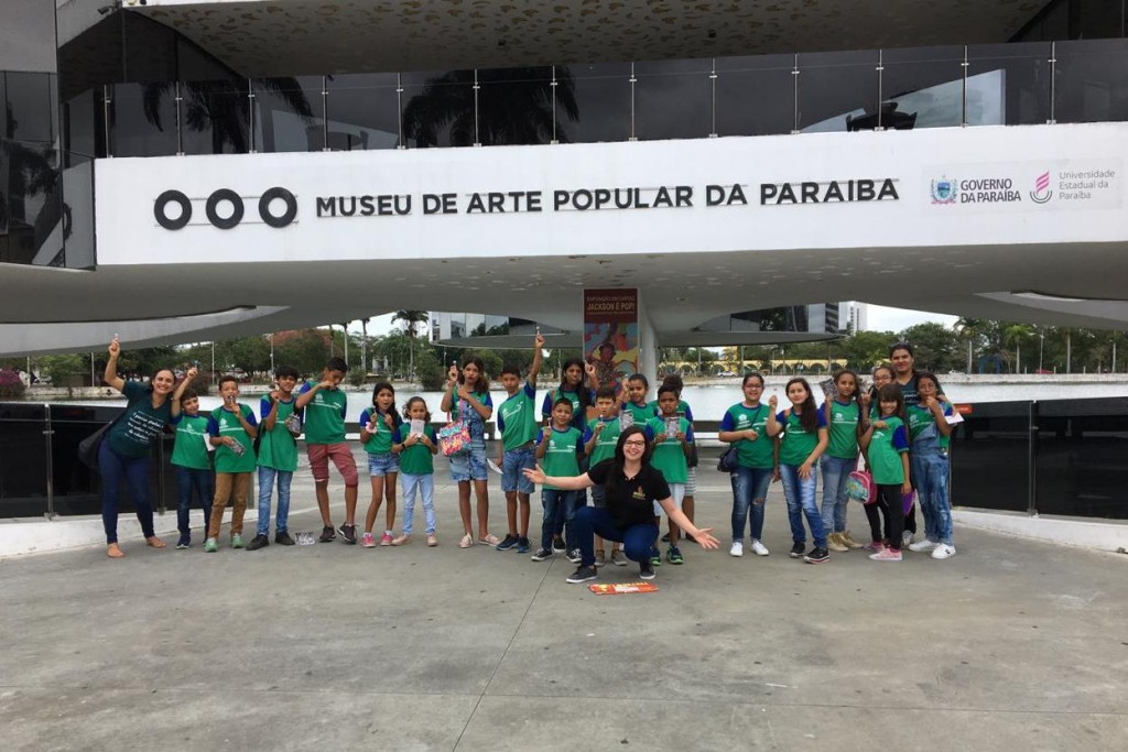 Semana Cultural Ariano Suassuna: alunos de escola municipal participam de visita ao Museu de Arte Popular da Paraíba