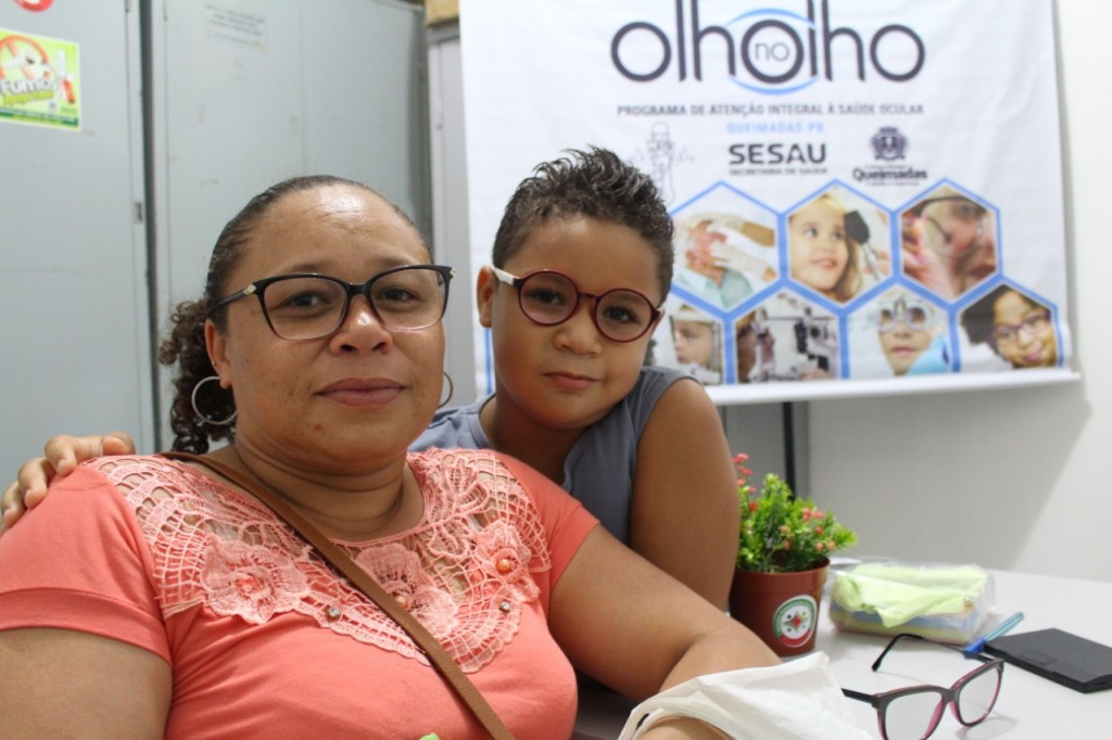 Prefeitura de Queimadas realiza a entrega dos primeiros óculos do Projeto Olho no Olho