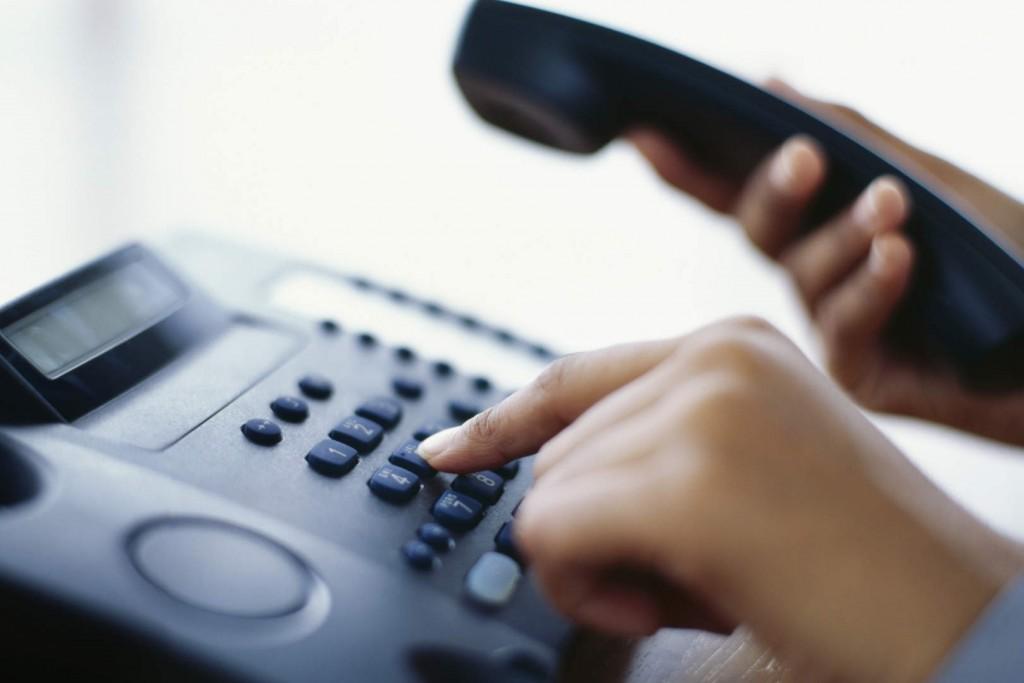 Para evitar aglomerações, setores da prefeitura adotam estratégias de atendimento ao público e disponibilizam telefones