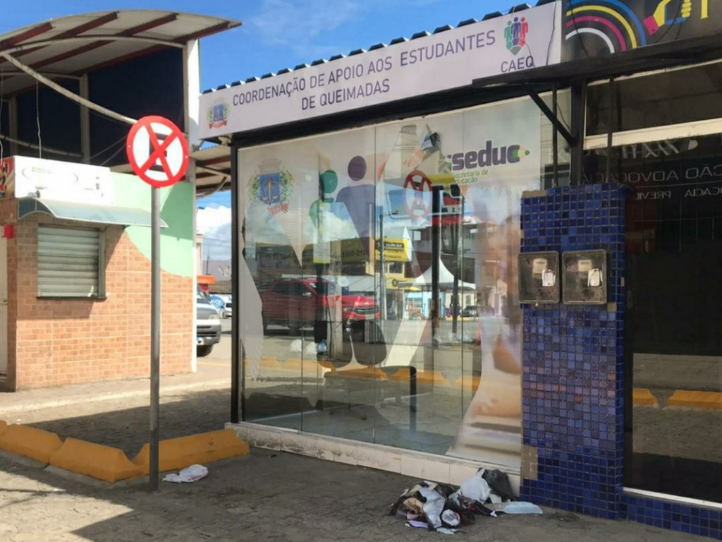 Prefeitura de Queimadas repudia ato de vandalismo contra sede do CAEQ