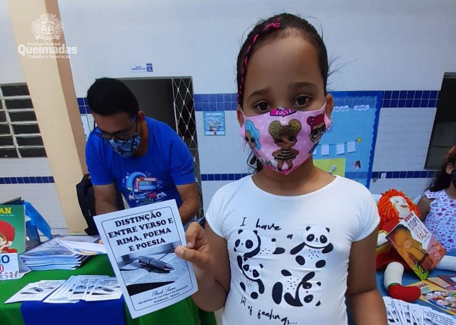 SECULT promove ação de distribuição de cordéis nas escolas municipais