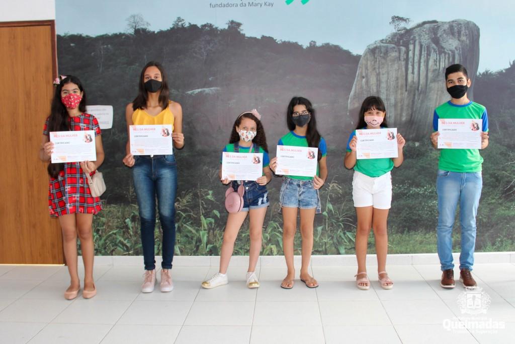 Prefeitura de Queimadas entrega premiações do 1º Concurso de Redação e Desenho da rede municipal de ensino