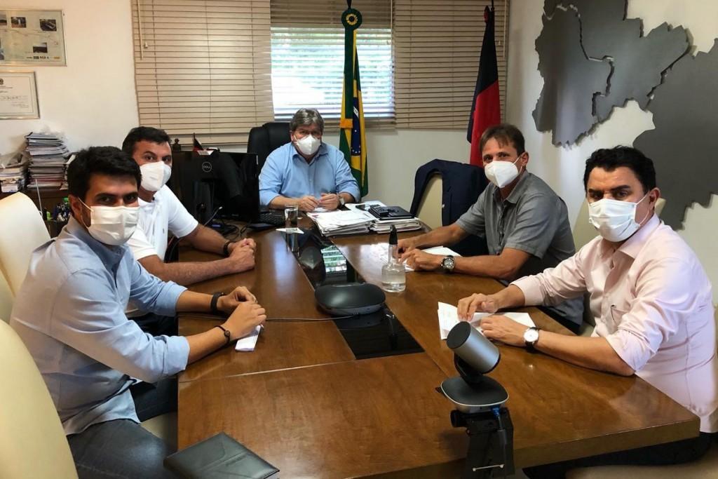 Prefeito Carlinhos de Tião participa de reunião com o governador João Azevêdo