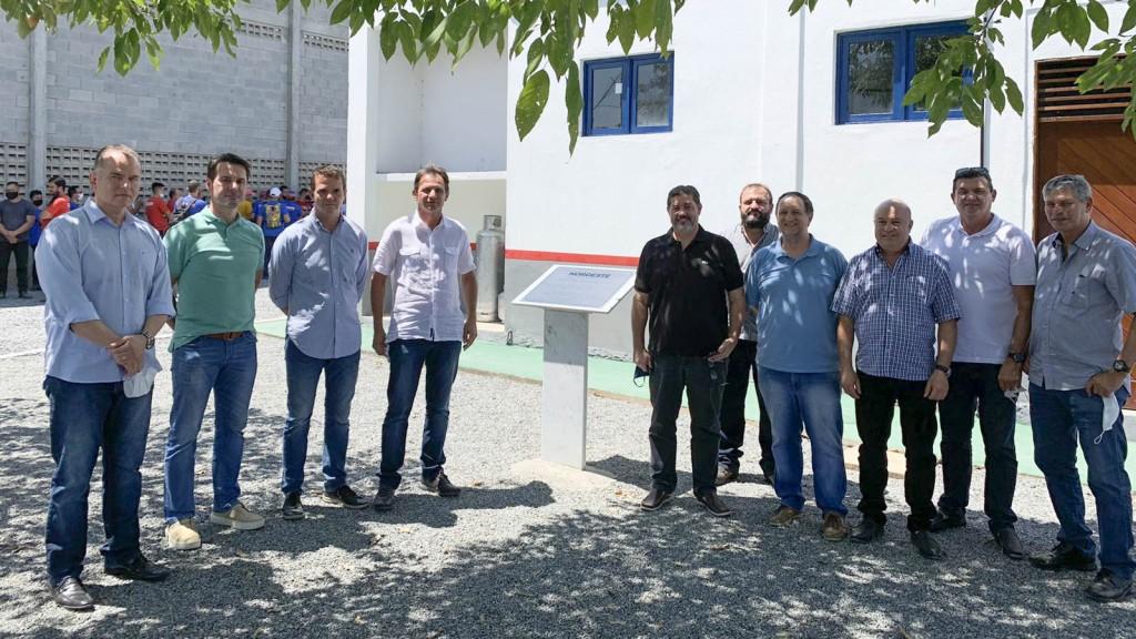 Fábrica de colchões se instala no bairro do Ligeiro e prefeito Carlinhos de Tião prestigia a inauguração