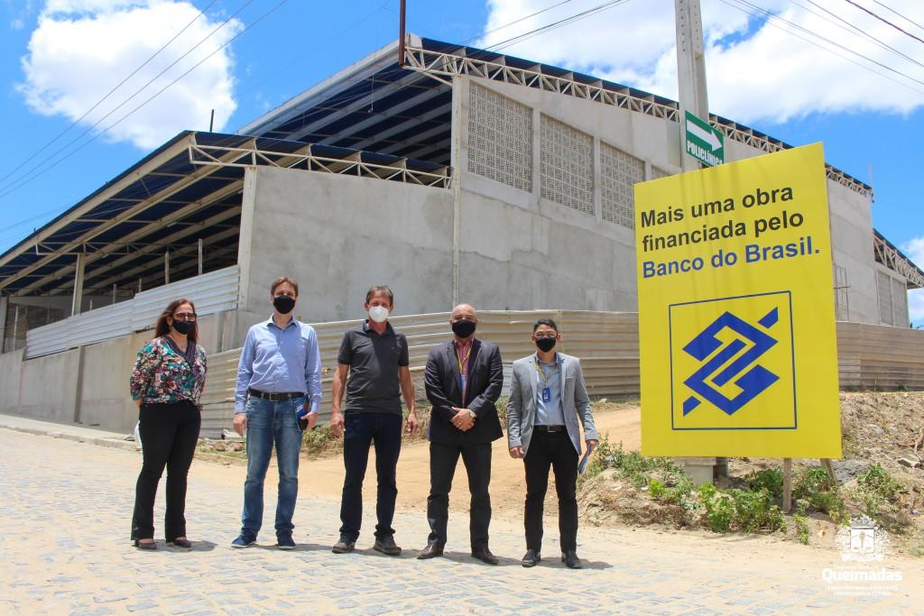 Prefeito Carlinhos de Tião recebe equipe do Banco do Brasil para visita ao novo Mercado Público de Queimadas